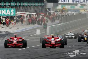 kimi-and-felipe-fight-for-first-corner.jpg
